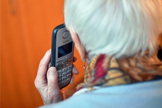 Chemnitzer Seniorin fällt auf Telefonbetrüger herein