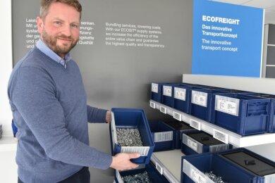 Technik-Chef Sebastian Rose im Ausstellungsbereich der Firma in Taltitz.