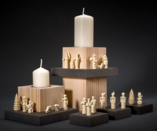 Mit einem weiteren Hauptpreis wurden diese Leuchterstelen mit Miniaturen bedacht, die im Betrieb von Wolfgang Braun in Deutschneudorf entstehen.
