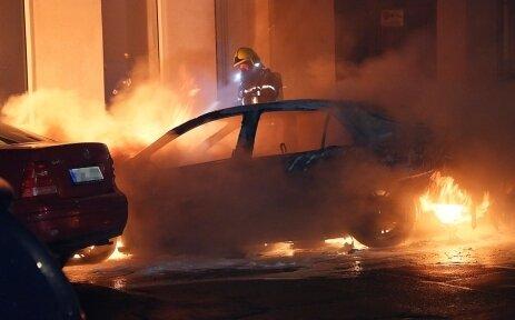 Brennender Renault auf dem Sonnenberg, kurz nach dem Outing.