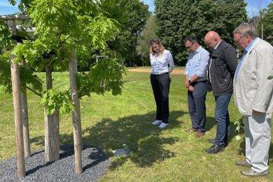 Constance Arndt, Cem Özdemir, Wolfgang Wetzel und Rainer Eichhorn (von links) gedenken der Opfer.