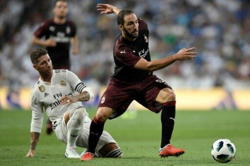 Gonzalo Higuain (r.) trifft gegen seinen Ex-Klub