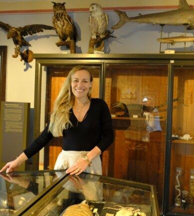 Freut sich auf die Kinder und deren Fantasie-Geschöpfe: Sandra Hofmann-Trepák in der naturkundlichen Sammlung von Burg Mylau.