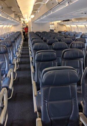Das Flugzeug nach Deutschland war so gut wie leer. Andreas Berger aber ist es wichtig, seine Reisefreiheit in Anspruch zu nehmen.