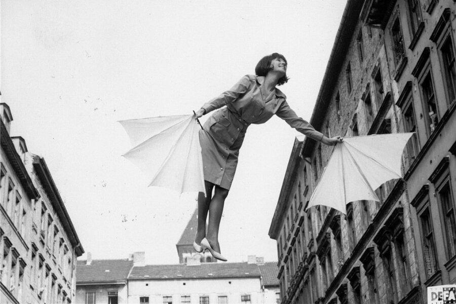 """Melania Jakubiskova in einer Szene des Verbots-Films """"Fräulein Schmetterling""""."""