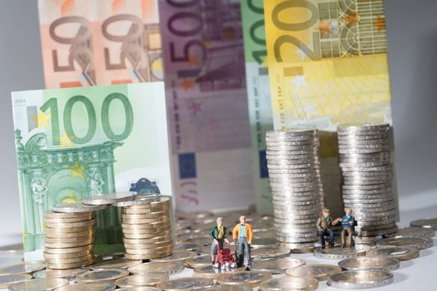 Ostdeutsche verdienen weiter deutlich weniger
