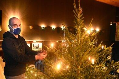 """Matthias Hanitzsch im Kino """"Welt-Theater"""" in Frankenberg. Den Weihnachtbaum wird dieses Jahr kaum jemand vor Ort zu Gesicht bekommen."""