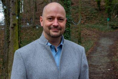 Erik Jung hat am Sonntag die Bürgermeisterwahl in der Gemeinde Pöhl für sich entschieden. Das Mitglied der Freien Wählervereinigung Pöhl errang 72,6 Prozent der Stimmen.