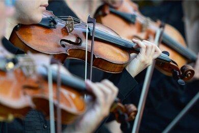 Keine Violinen-Konkurrenz im Mai: Der 55. Internationale Instrumentalwettwerb Markneukirchen ist abgesagt. Foto: Jens Kalaene/dpa