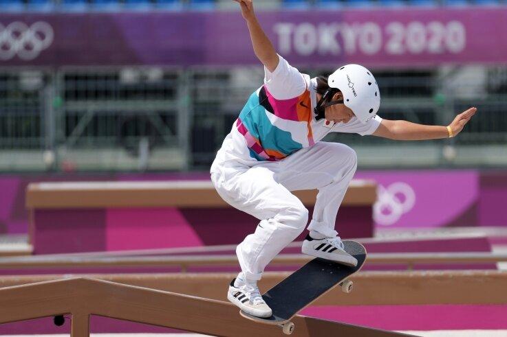 Olympische Premiere in Tokio: Die 13-jährige Momiji Nishiya aus Japan holte im Aomi Urban Sport Park Gold in der Disziplin Street.
