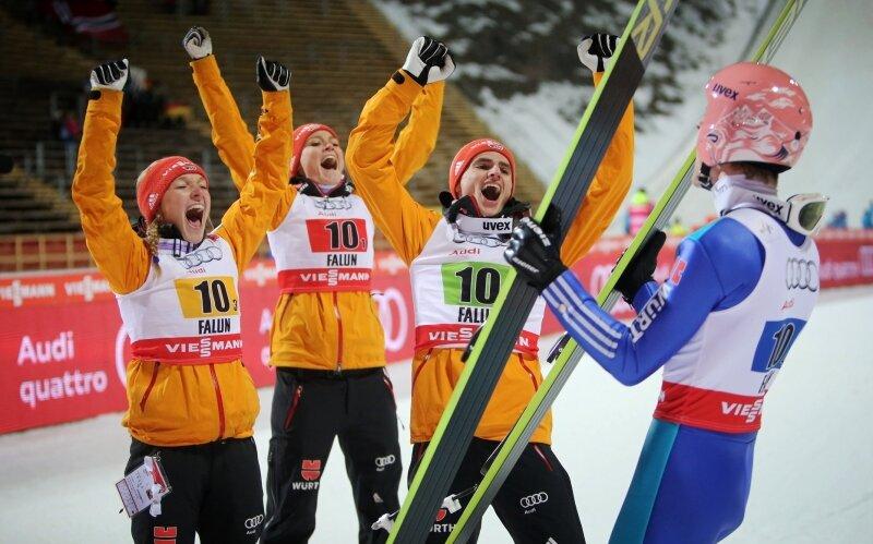 Eric Frenzel - einfach nur Freude pur: Katharina Althaus, Carina Vogt, Richard Freitag und Severin Freund (von links) nach dem Gold-Coup im Mixed-Teamspringen.