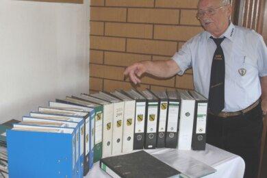 Horst Steinert will auch 2021 Artikel, Berichte und Bilder für die schon viele Aktenordner füllende Vereinschronik sammeln. Der KSV Pausa plant bereits den Neustart nach dem Lockdown.