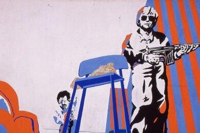 """Selbstporträt in martialischer Pose: """"Grandiose Aussichten"""", 1967, Kunstharz auf Leinwand, 140 x 190 cm, von Uwe Lausen."""
