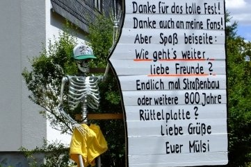 """Nach dem Dorffest bedankte sich """"Mülsi"""" für die Auszeichnung."""