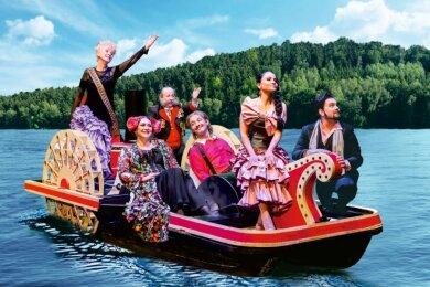 """""""Die Csárdásfürstin"""" soll ab dem 11. Juni auf der Seebühne Kriebstein gespielt werden (im Bild die Fotomontage einer Szene vor der Kulisse der Spielstätte)."""