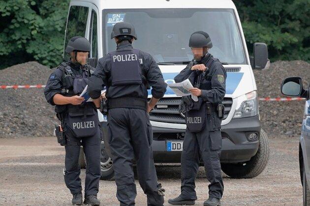 An mehreren Stellen hat die Polizei in den vergangenen Tagen nach dem 29-jährigen Flüchtigen gesucht, auch in einem Waldgebiet bei Pleißa (Foto), einem Ortsteil von Limbach-Oberfrohna.