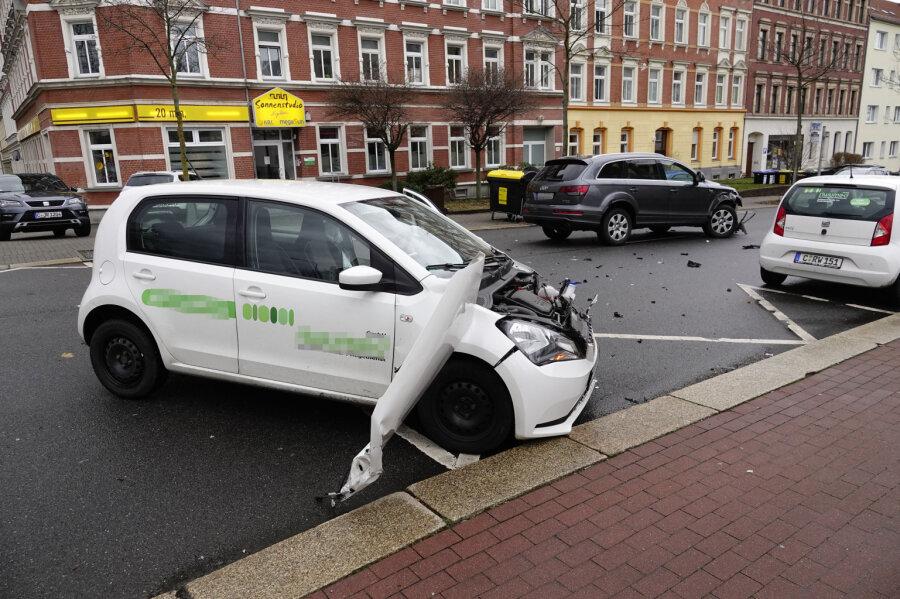 Audi und Seat kollidieren auf Zschopauer Straße