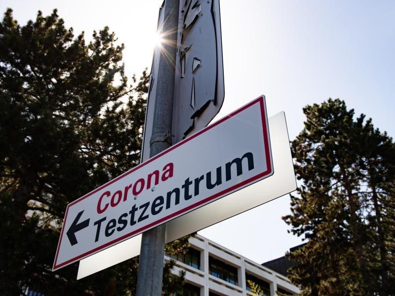 Ein Wegweiser zum Testzentrum an der Universitätsmedizin Göttingen.