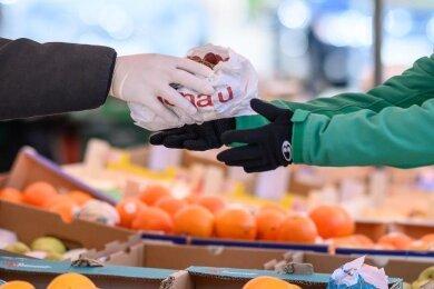 Oberbürgermeister André Raphael (CDU) will ein Verbot des Frischmarktes in der Fußgängerzone in Crimmitschau rechtlich prüfen lassen.