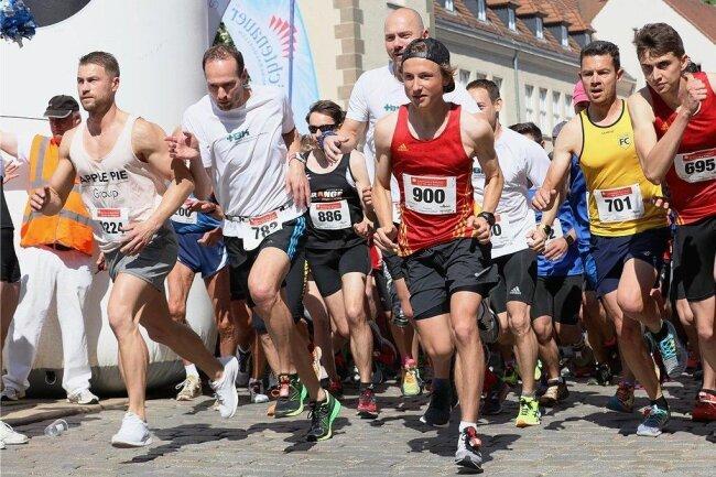 Der Startschuss zum Hauptlauf des 10. Zwickauer Stadtlaufes vor einem Jahr.