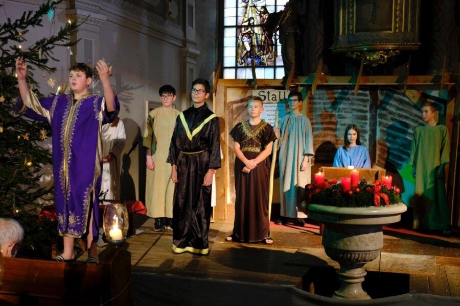 Das Krippenspiel am Mittwoch in der Peter-Paul-Kirche. Klassisch mit Corona-Anleihen.