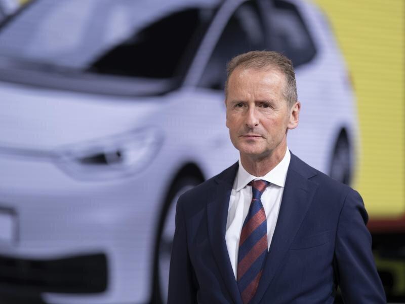 VW-Konzernchef Herbert Diess gibt die Führung der Kernmarke ab.