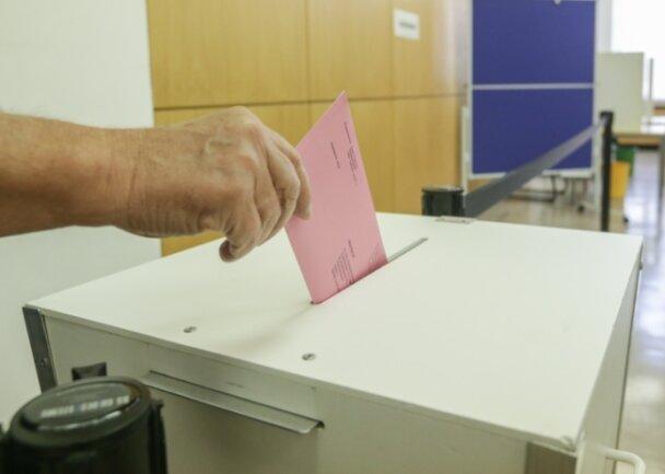 Statt wie hier in einem Wahllokal können auch die Wähler im Erzgebirge schon vor der Bundestagswahl ihre Stimme per Brief abgeben.