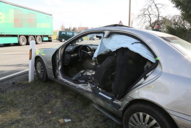 Ein schwerer Unfall hat sich am Dienstagnachmittag auf der B 169 bei Hainichen ereignet.