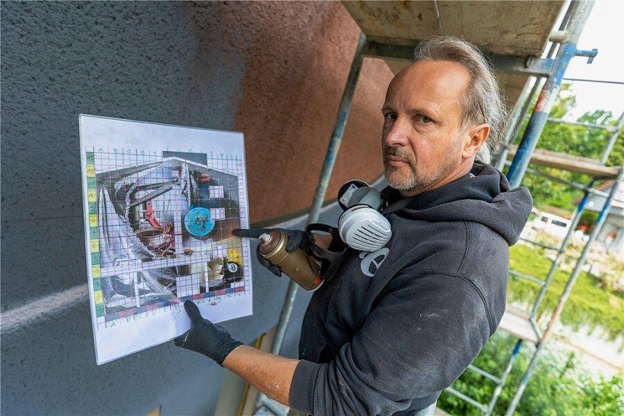 """Street-Art-Künstler Jens """"Tasso"""" Müller (55) hat diese Woche mit der Arbeit am XXL-Graffiti am soziokulturellen Zentrum begonnen."""