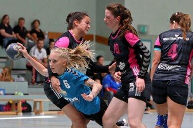 Zu selten zeigten sich die Zwönitzer Handballerinnen um Helen Haunschild (m.) in der Offensive so durchsetzungsfähig wie hier.