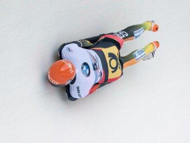 Axel Jungk hat überraschend den Weltcup-Auftakt in Lake Placid gewonnen.