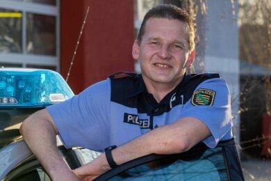 Steffen Wolfram ist tagsüber als Bürgerpolizist für die Sorgen und Nöte der Einwohner mehrerer Plauener Ortsteile im Einsatz.