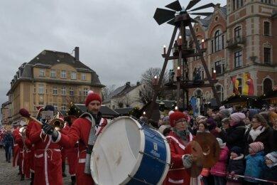 Die traditionelle Weihnachtsmann-Parade, wie hier im letzten Jahr, gibt es diesmal nicht. Die Parade ist bereits abgesagt.