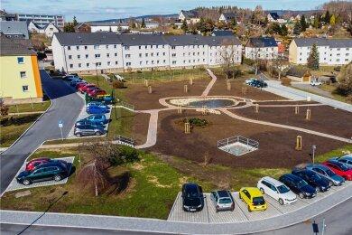 Die Garagen sind weg, ein speziell angelegtes Sumpfbeet dominiert künftig die neue Mitte im Wohngebiet Rockelmann.
