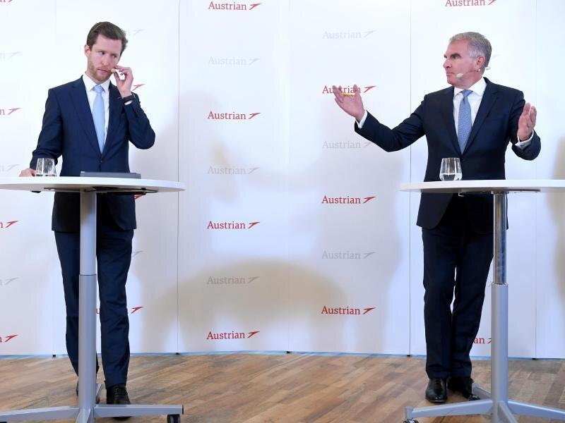 Lufthansa-Chef Carsten Spohr (r) und AUA-Vorstand Alexis von Hoensbroech.