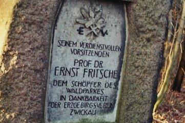 Der Gedenkstein steht im Weißenborner Wald.