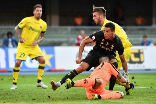 Sorrentino verletzt sich beim Zusammenprall mit Ronaldo