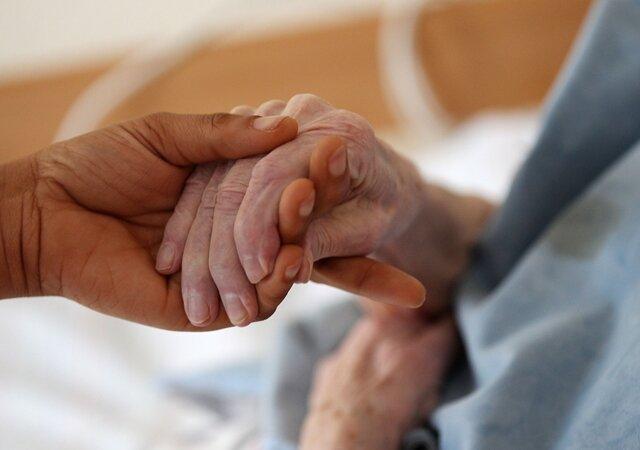 Existenzangst: Pfleger streiken unbefristet