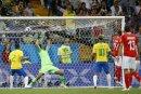 Zuber (2.v.r.) gelingt das Tor zum 1:1 gegen Brasilien