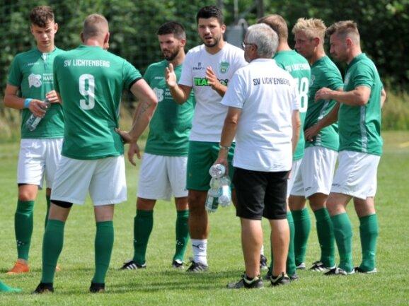 Seit 1. Juli hat Manuel Kluge (Mitte) seine Männer wieder um sich geschart, läuft die Vorbereitung beim Lichtenberger SV auf die neue Landesklasse-Saison. Am Sonntag steigt auch der erste Test.