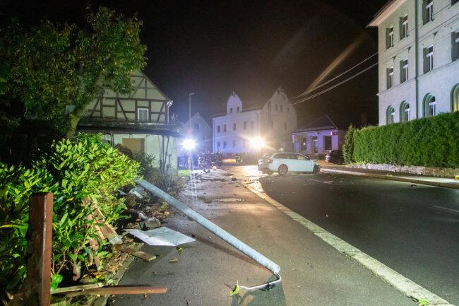Szenerie des Verkehrsunfalls auf der Neukirchener Hauptstraße
