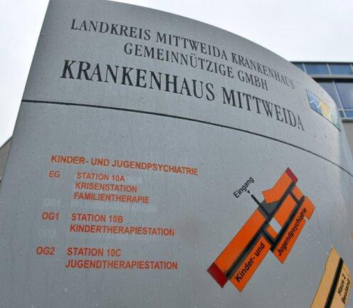 Zum Jahresende wird der Bereich der Kinder- und Jugendpsychiatrie auch vom Lageplan vor dem KrankenhausMittweida getilgt. Denn die Abteilung wird dann aufgegeben.