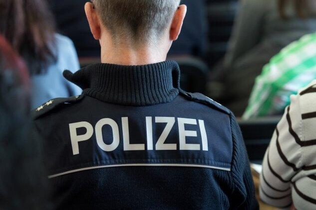 Chemnitz: 19-Jähriger schlägt Zugbegleiterin ins Gesicht