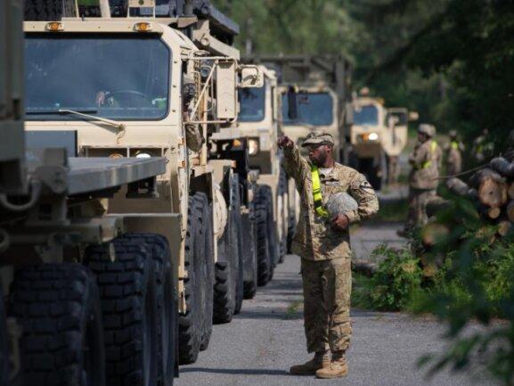 US-Militärfahrzeuge während einer Übung in Nordrhein-Westfalen im Jahr 2018. In Deutschland sind rund 34.500 US-Soldaten stationiert.