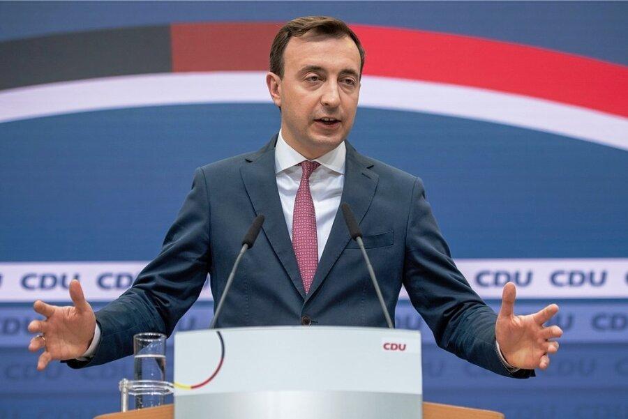 CDU-Generalsekretär Paul Ziemiak erklärt nach der Gremiensitzung der Partei im Konrad-Adenauer-Haus das weitere Vorgehen seiner Partei.