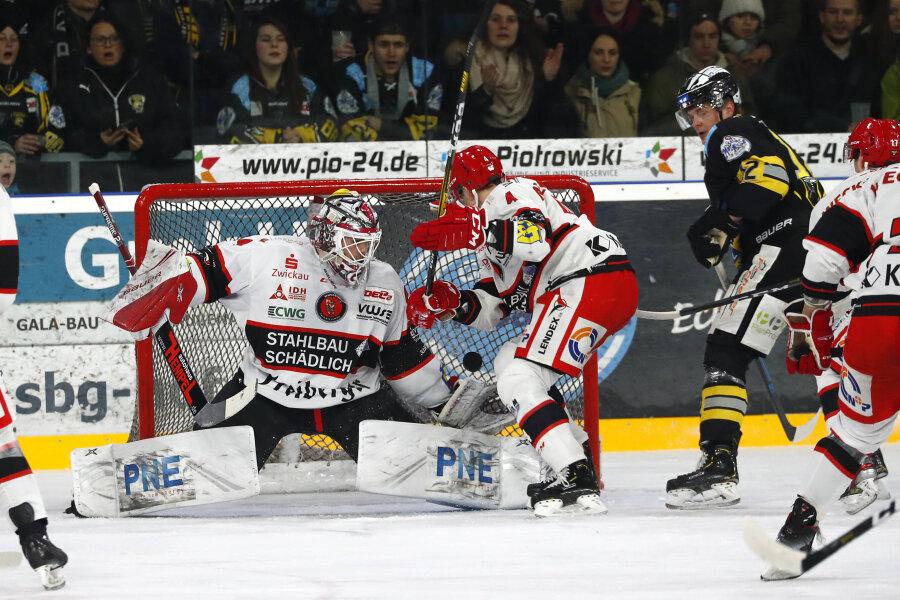 Eispiraten Crimmitschau holen Sieg in Bayreuth