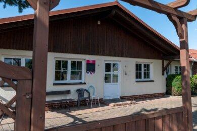 In diesem Gebäude am Sportplatz in Ehrenberg befindet sich die Bowlingbahn, die saniert werden soll.