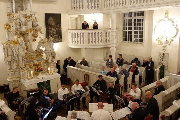 Zum Bandonion-Festival in Carlsfeld finden in der Trinitatiskirche des Ortes Konzerte statt. Das Bild entstand bei einem Festival in früheren Jahren.
