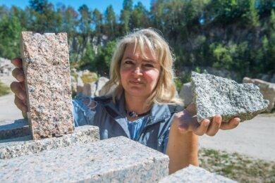 Im Steinbruch von Tony und Ronny Süß in Zschorlau findet Claudia Jähn die einheimischen Steine, die sie zu Schmuck verarbeitet.