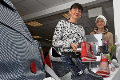Ilona Dähne und Ramona Liebe wollen wieder Schuhe verkaufen.